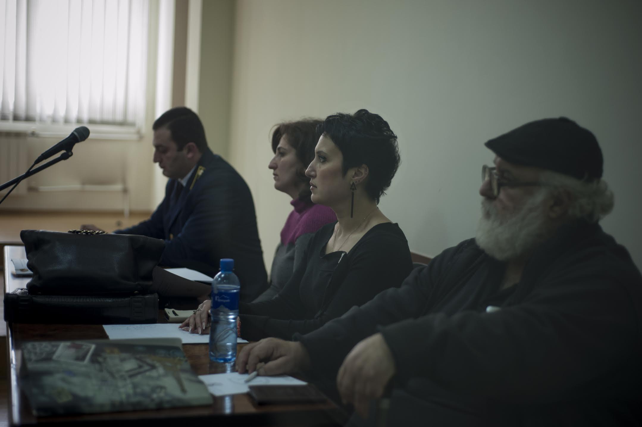 Тагуи Мансурян и ее отец Вачаган Мансурян на судебном заседании. (Nazik Armenakyan)