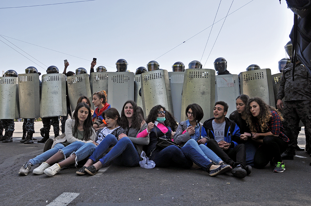 Sit-in on France Square on 18 April (Mari Nikuradze/ OC Media)