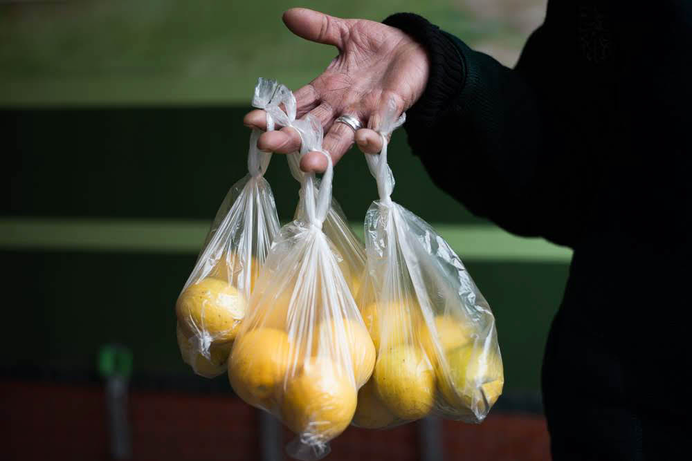 Lemon vendors complain about their hands; they have to hold bags in the air for several hours to attract customers. (Tamuna Chkareuli / OC Media)