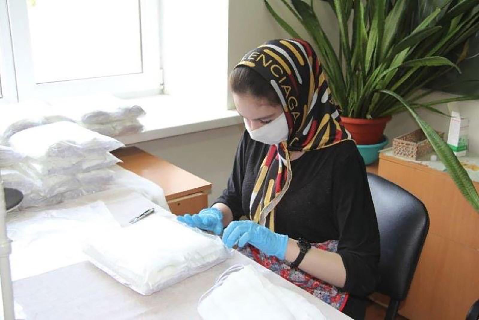 Production of medical masks in Izberbash college. Photo: Molodyozh Daghestana.