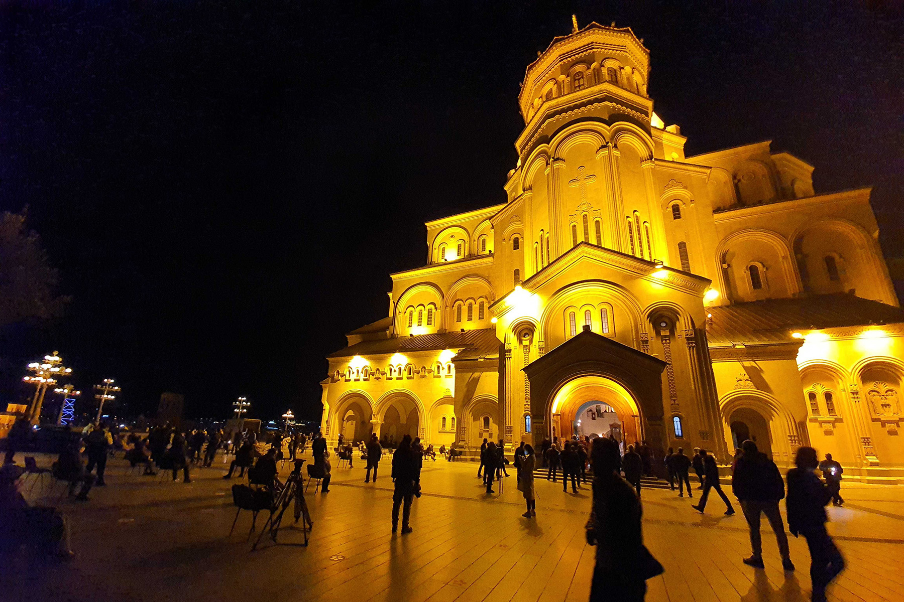 The Sameba Trinity Cathedral in Tbilisi this evening. Photo:Mariam Nikuradze/OCMedia.