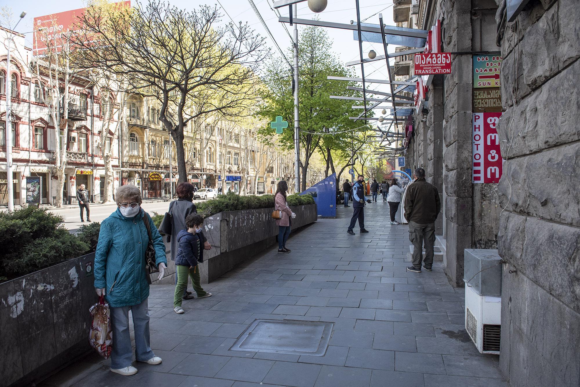 Police regulating lines on Kostava street. Photo: Mariam Nikuradze/OC Media