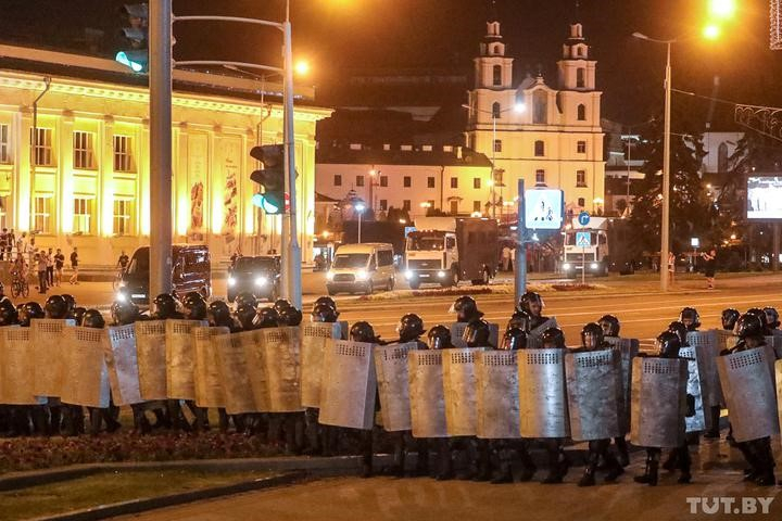 Riot police on 10August in Minsk. Photo: Tut.by.