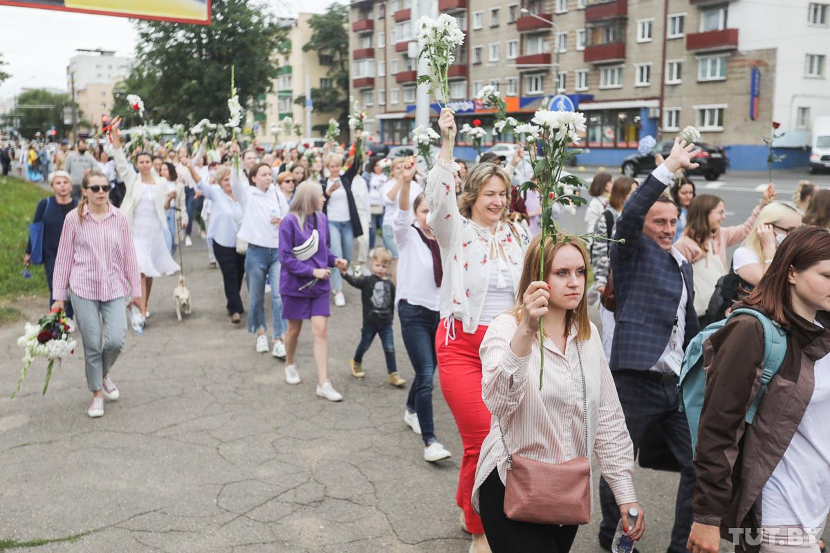 Women march in Minsk on 12August. Photo: Tut.by.