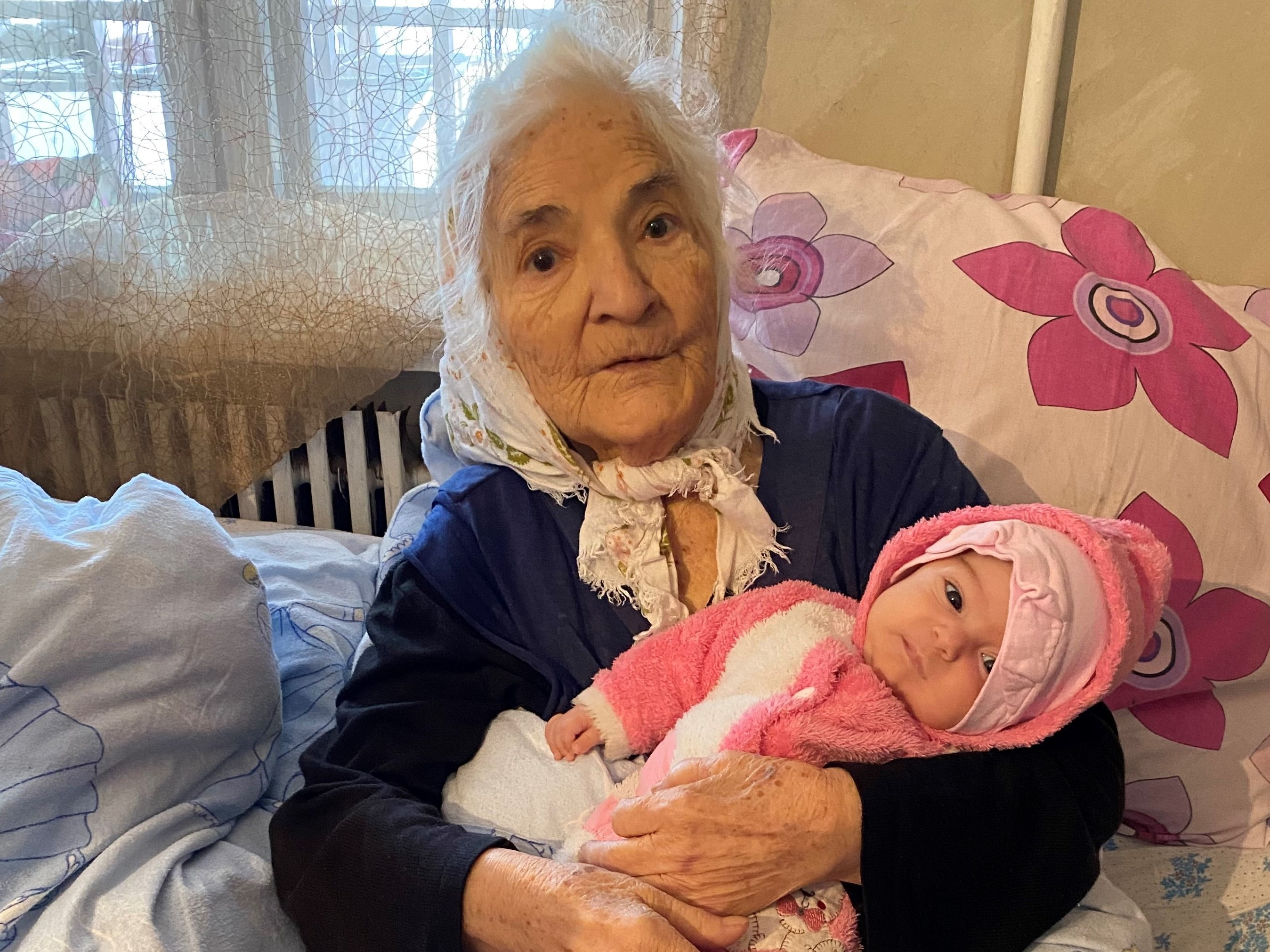 Gyulvard and her great-granddaughter, 3-month-old Mariam. Photo: Dvin Titizian/OC Media.