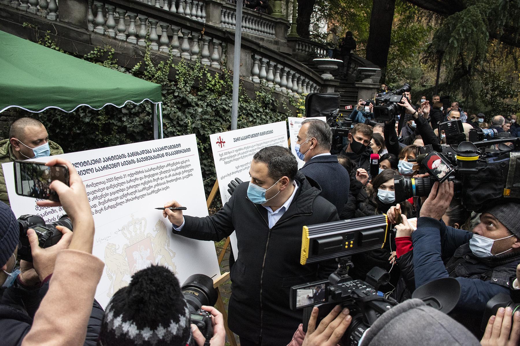 Signing the memorandum. Photo: Mariam Nikuradze/OC Media.