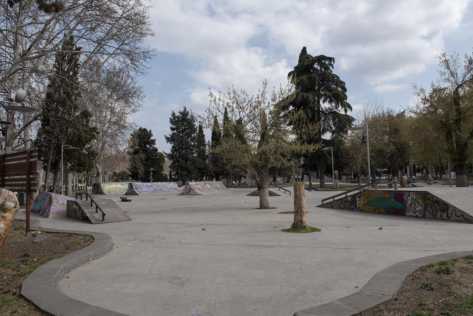 Пустой скейт-парк в парке Деда Эна. Фото: Мариам Никурадзе/OC Media.