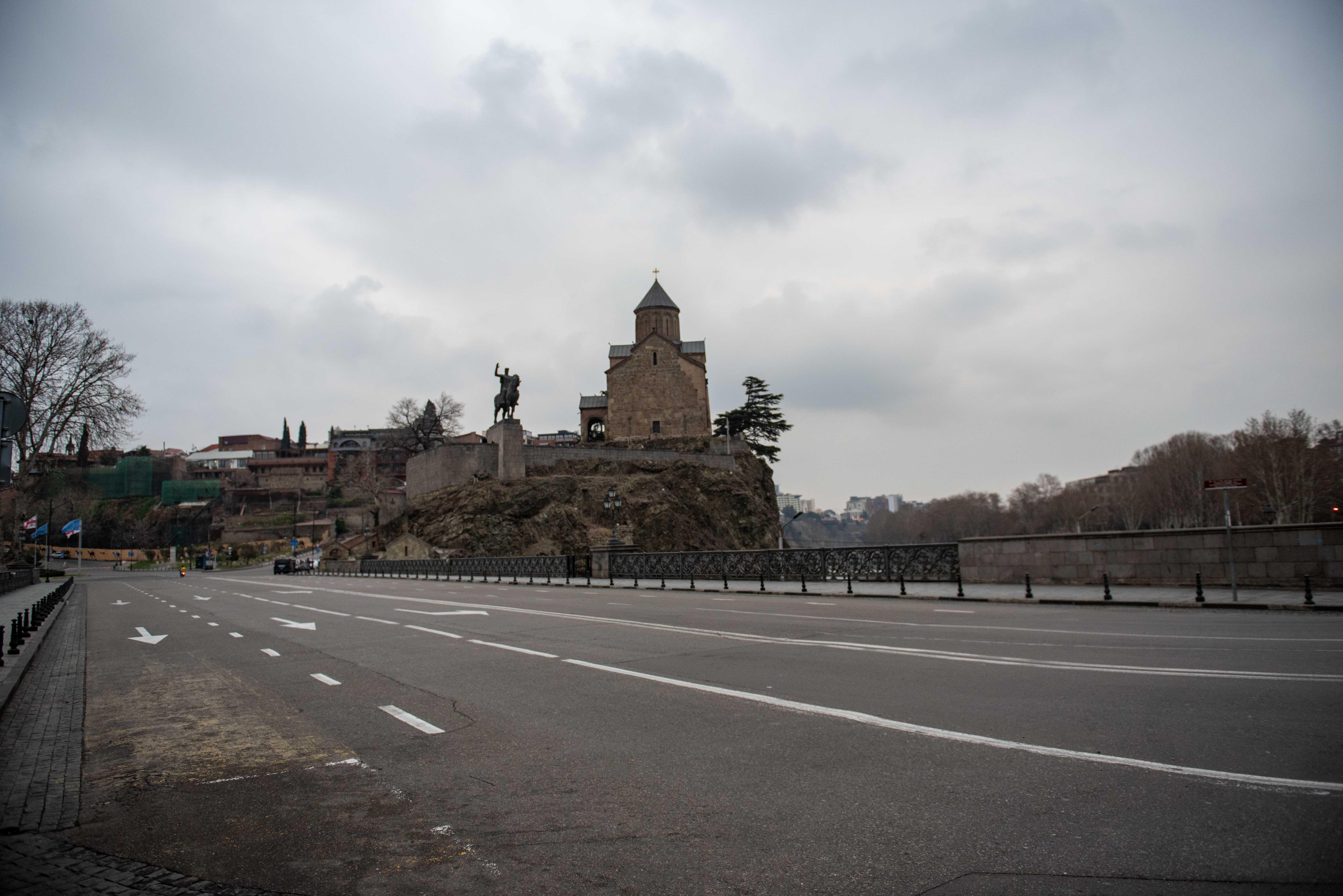 Туристические зоны тоже опустели. Это Метехский мост в историческом старом городе 21 марта. Фото: Мариам Никурадзе/OC Media.
