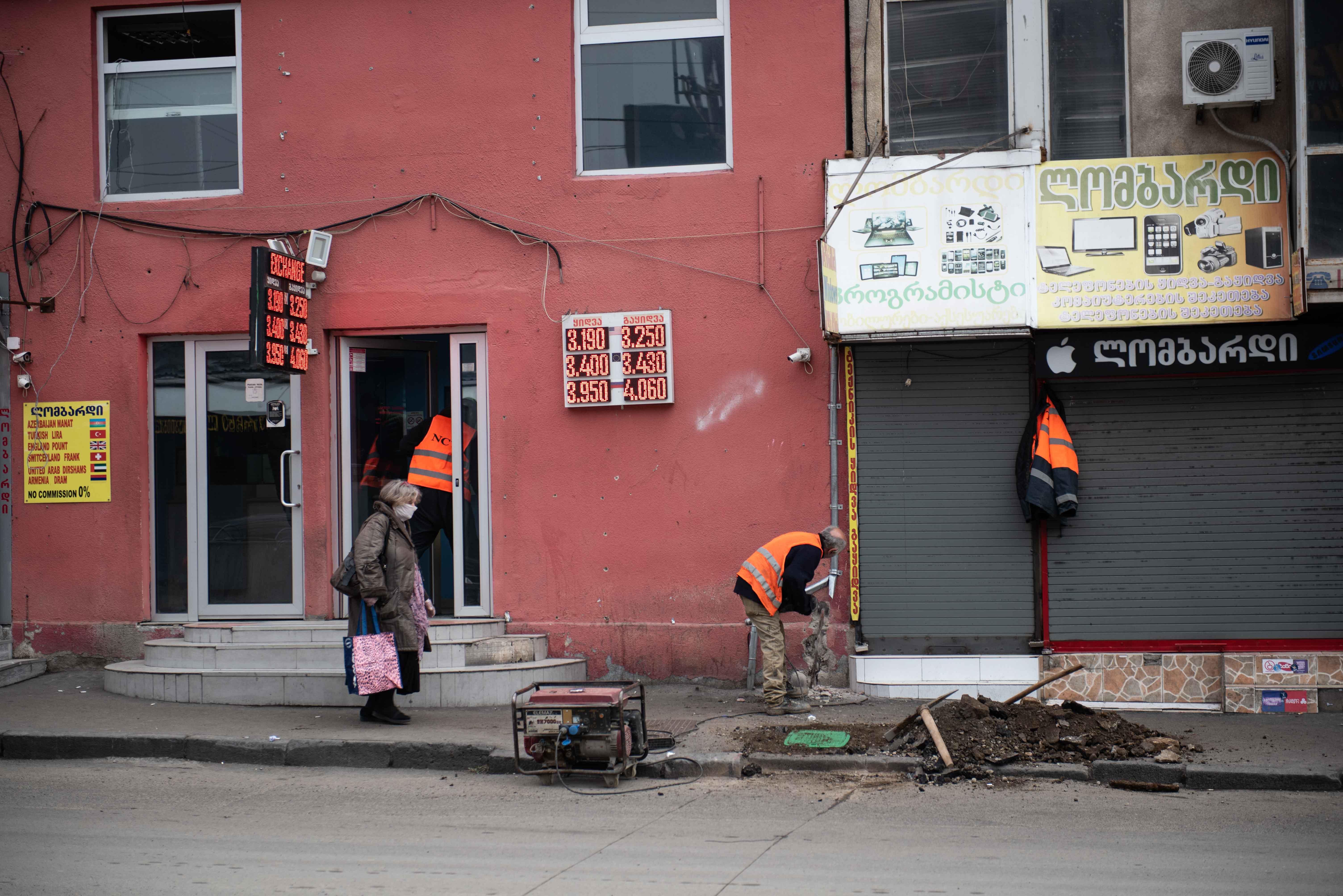 Строительные и инфраструктурные работы всё ещё продолжаются. Фото: Мариам Никурадзе/OC Media