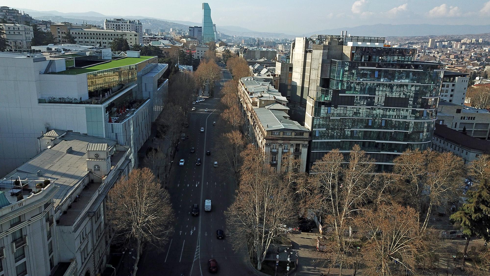 Центральный проспект Руставели в Тбилиси в «час пик» во вторник. Фото: Мариам Никурадзе/OC Media.