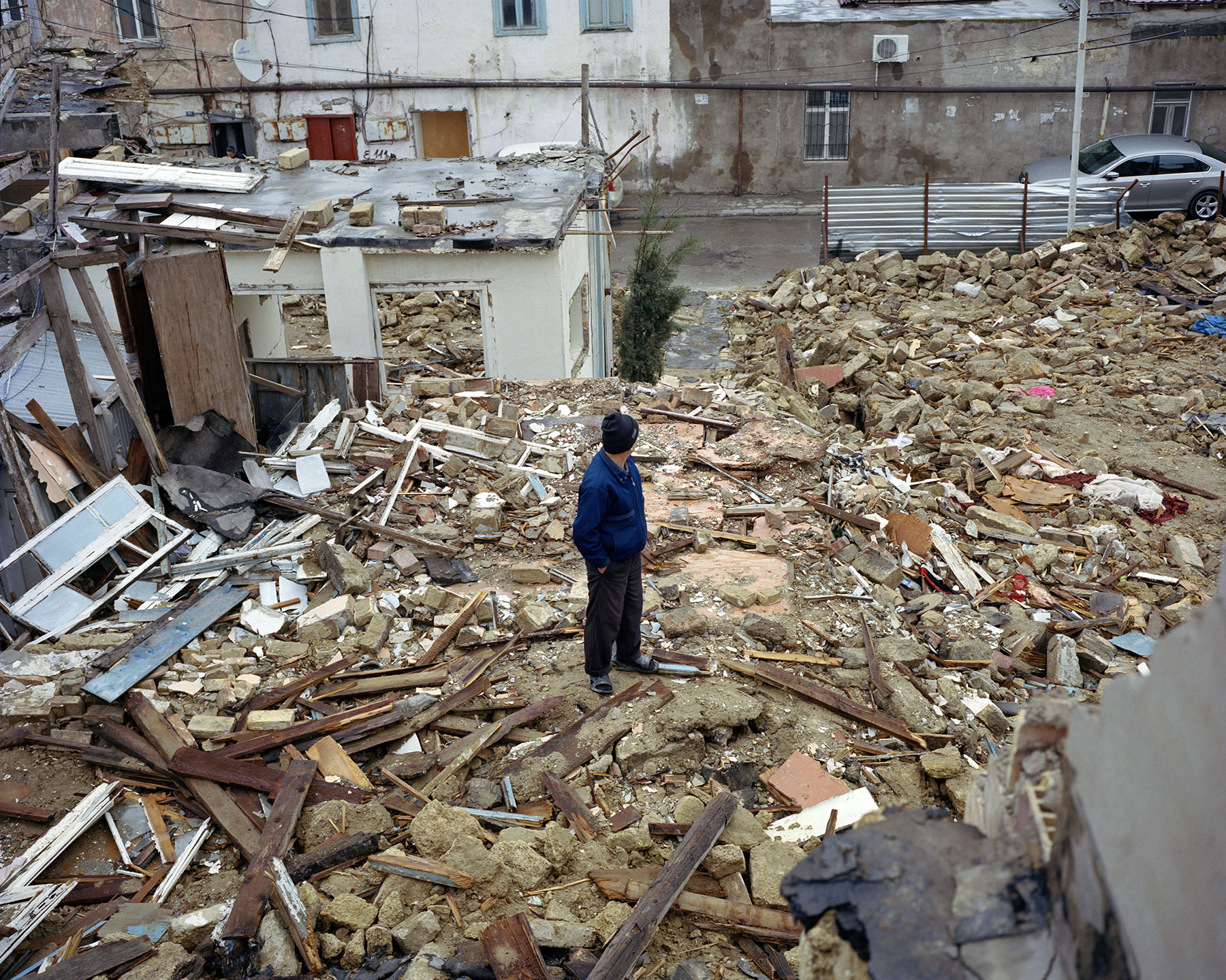 2014: Советский — бывший исторический жилой район в центре Баку. Дома в нём были снесены для постройки новой дороги и парка.