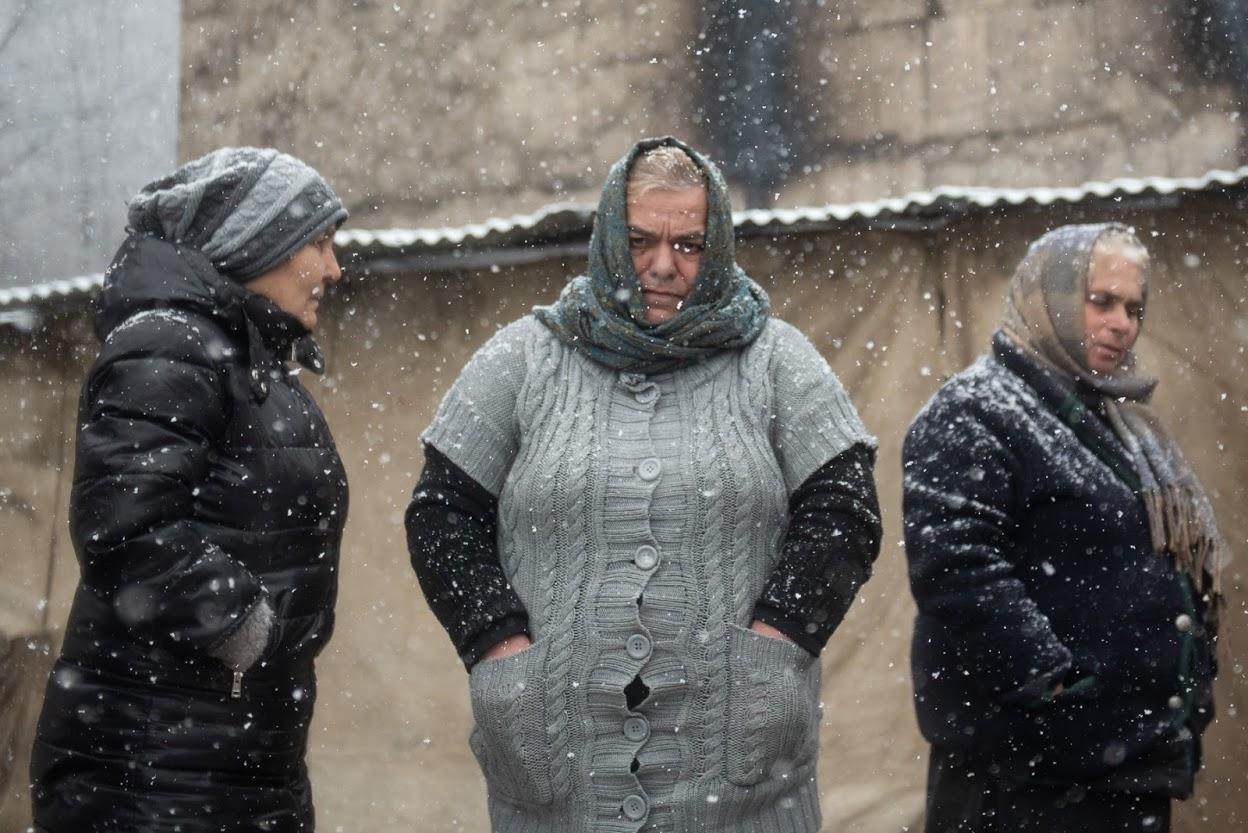Протестующие остаются в палатке, несмотря ни на холод зимой, ни на жаркую погоду летом. Фото: Мариам Никурадзе/OC Media