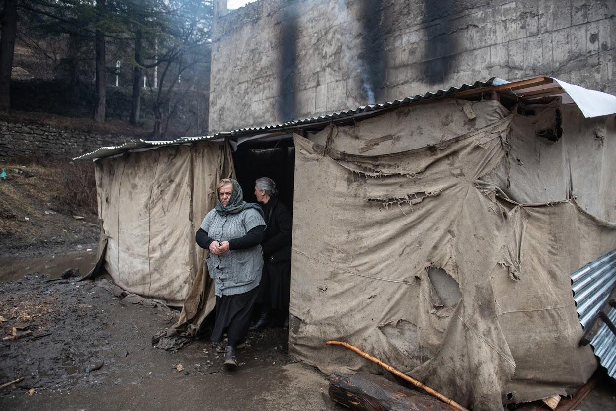 В палатке отсутствует электричество. Фото: Мариам Никурадзе/OC Media
